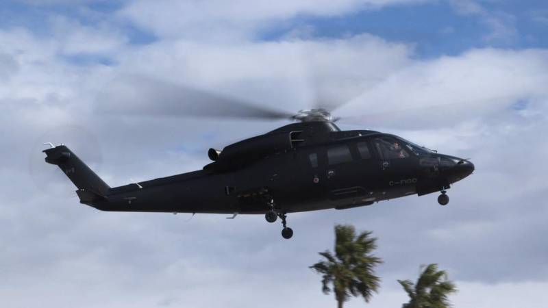 Sikorsky S-76D Helicopter Flies into Las Vegas for Heli-Expo 2018